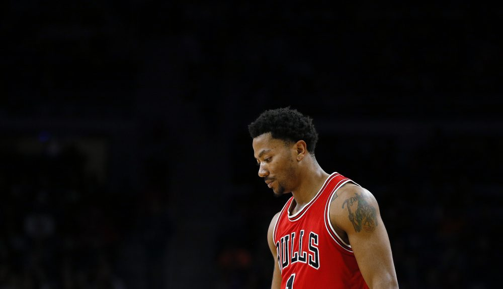 Chicago Bulls guard Derrick Rose waits during a free throw against the Detroit Pistons in the first half of an NBA basketball game in Auburn Hills, Mich., Friday, Feb. 20, 2015. (AP Photo/Paul Sancya) ORG XMIT: MIPS10