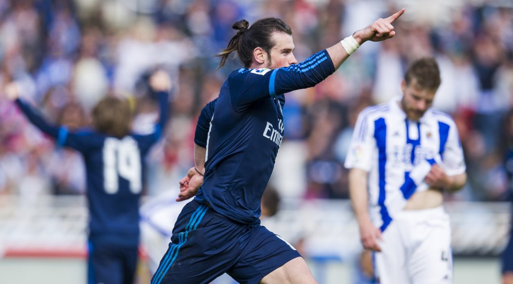 SAN SEBASTIAN, SPAIN - APRIL 30:  Gareth Bale of Real Madrid celebrates after scoring goal during the La Liga match between Real Sociedad de Futbol and Real Madrid at Estadio Anoeta on April 30, 2016 in San Sebastian, Spain.  (Photo by Juan Manuel Serrano Arce/Getty Images)