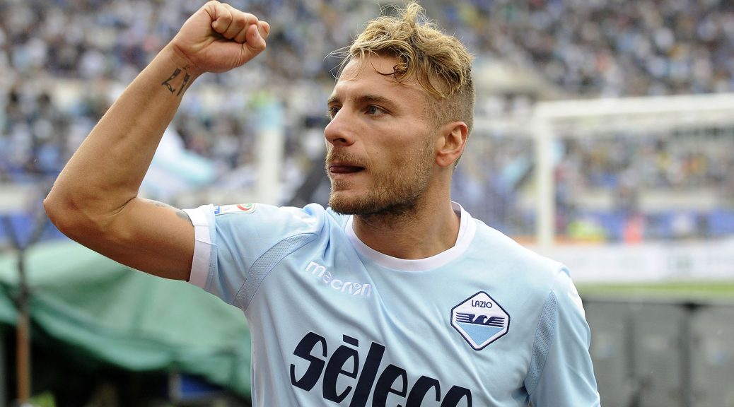 ROME, ROMA - SEPTEMBER 10:  Ciro Immobile of SS Lazio celebrates a third goal during the Serie A match between SS Lazio and AC Milan at Stadio Olimpico on September 10, 2017 in Rome, Italy.  (Photo by Marco Rosi/Getty Images)